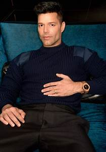 Ricky martin premieres in american crime story the for Ricky lee s dog houses