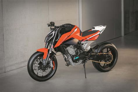 ktm duke 790 auspuff ktm 790 duke prototype debuts with parallel engine