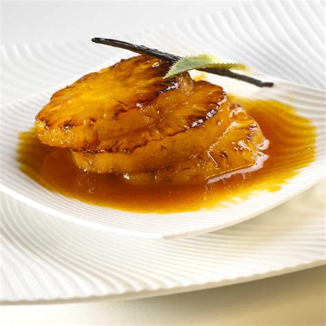 recette ananas flambe cuisine madame figaro