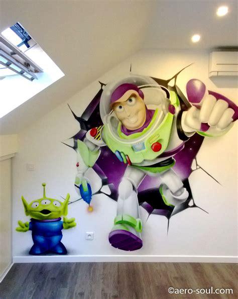 chambre buzz l lair décoration graffiti chambre d 39 enfant buzz l 39 éclair mur cassé