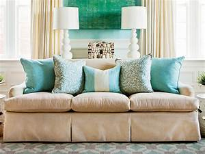 how to arrange sofa pillows southern living With decorator pillows for sofa