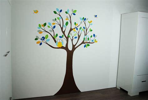 behang babykamer boom babykamer boom muurschildering dieren uiltjes vogeltjes