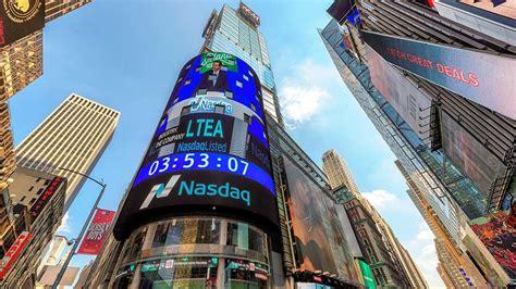 nasdaq hits  record  travel stocks  buy range