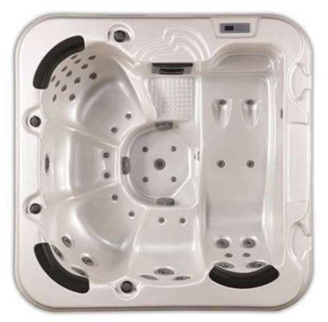 centro benessere con vasca idromassaggio in idromassaggio mini piscine sauna e bagno turco per