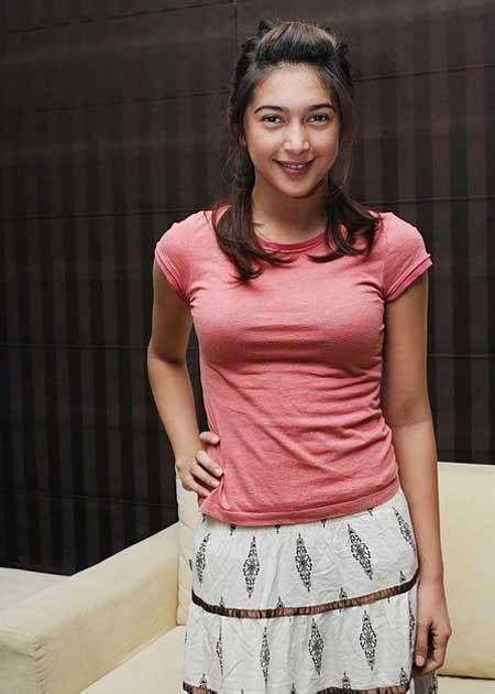Foto Dan Video Artis Foto Sexy Nabila Syakieb Pakai