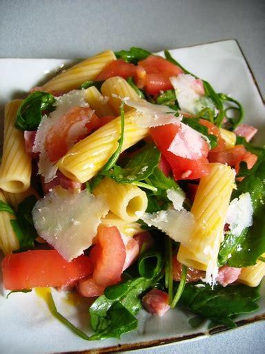 photo 2 de recette salade de p 226 tes tomate roquette jambon parmesan marmiton