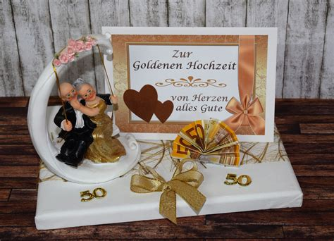 geschenk zur goldenen hochzeit ideen geld geschenk zur goldenen hochzeit mit goldpaar auf schaukel