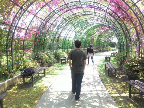 alam imajinasi taman bunga nusantara