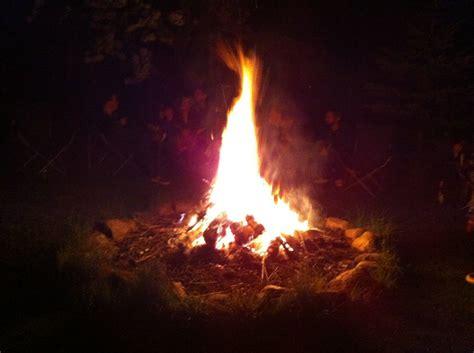 Wie Heiß Wird Ein Lagerfeuer by Lagerfeuer Monojan
