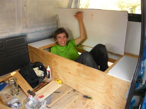 comment fabriquer une banquette comment faire une banquette en bois maison design bahbe
