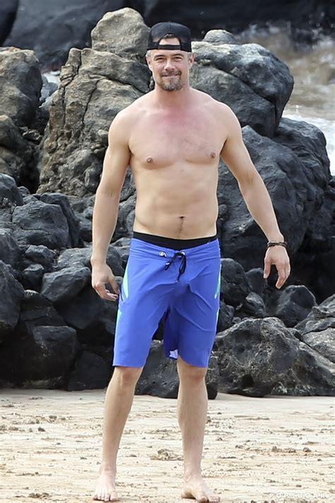 fergie  josh duhamel   beach  hawaii january