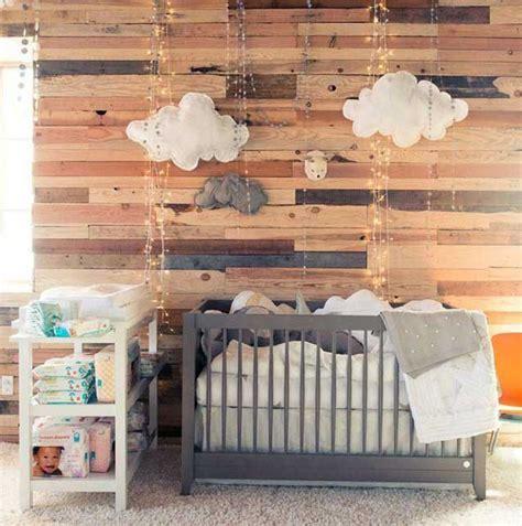 chambre en lambris bois la chambre bébé lambris habillez vos murs de panneaux de