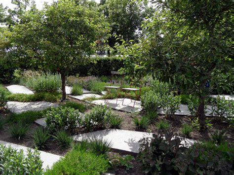 jardiniere cuisine entre massif bordure et jardinière design créer un