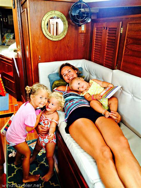 Sailboat Under 10k by เอ กซ ตร มส ด เล ยงเด ก 3 คนบนเร อใบกลางทะเลแคร บเบ ยน