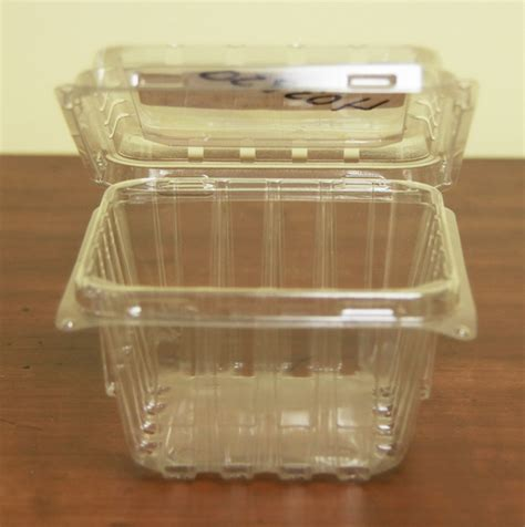 clamshell clear plastic containers  baskets   grower  pickers