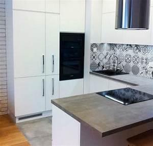 Spritzschutz Haus Material : matt wei e fronten und arbeitsplatte in betonoptik k chen pinterest ~ Frokenaadalensverden.com Haus und Dekorationen