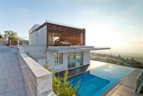 Moderne Häuser Mit überdachter Terrasse by Moderne Architektur Haus Am Strand Terrasse Garten Mit