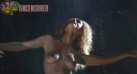 Nackte Annik Borel In Werewolf Woman