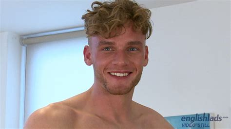 Sexy Straight Muscle Redheaded Hunk Noah Miller Jerks His