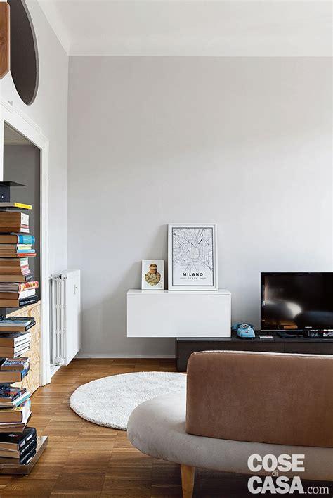 divano e tv abitazione da single 63 mq con un blocco multifunzione