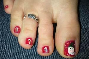 Cute christmas toe nail art designs