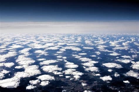 ueber den wolken lizenzfreie bilder