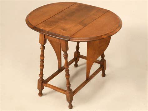 vintage drop leaf side table petite vintage oak drop leaf side end table at 1stdibs