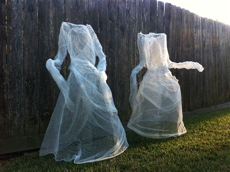 Chicken wire and cheese cloth halloween ghosts yard ...