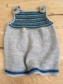 wolle und design babykleid stricken kostenlose strickanleitung zum babykleid stricken