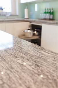 Granit Arbeitsplatte Online : granit arbeitsplatte mit wei en fronten moderne klassik ~ Watch28wear.com Haus und Dekorationen