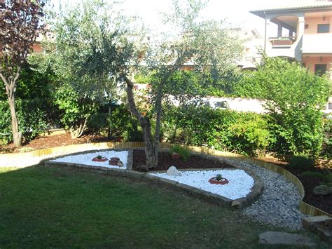 decorare giardino idee giardino con sassi