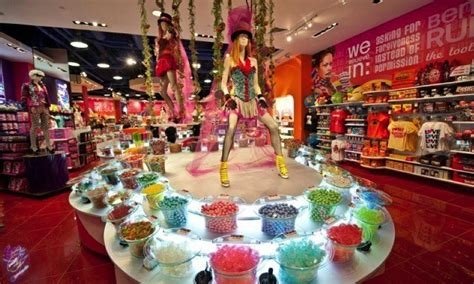 sweetest candy stores   usa boredbug