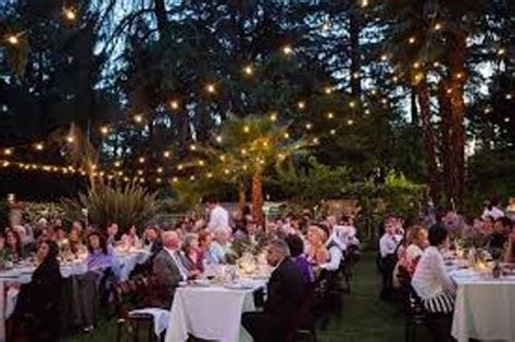 decorate  backyard wedding reception  guides