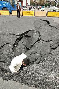 Road section collapses into 5-meter long hole - China.org.cn