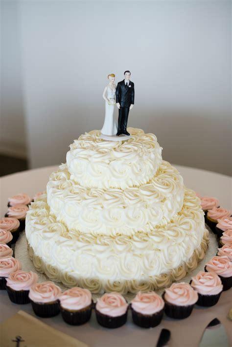 ivory wedding cake  mini cupcakes