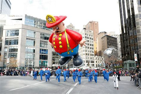 macys thanksgiving day parade  route street