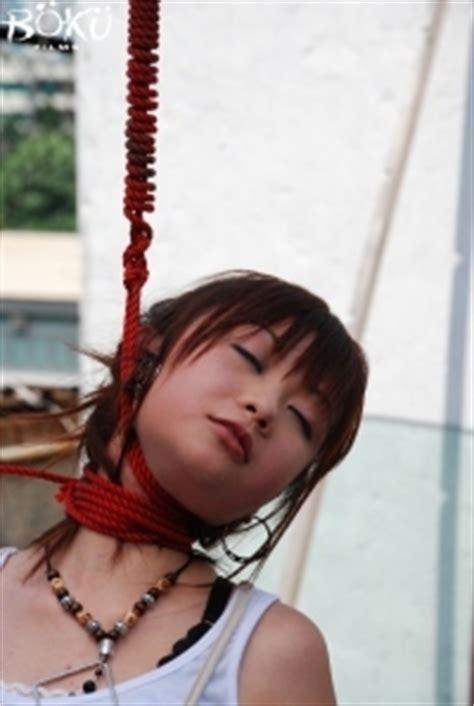 Neck Hanging Dompet hangs herself in my living room dreamcatcher