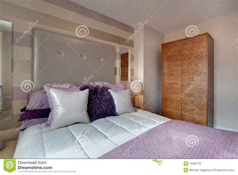 photographie à la chambre chambre à coucher moderne opulente photographie stock
