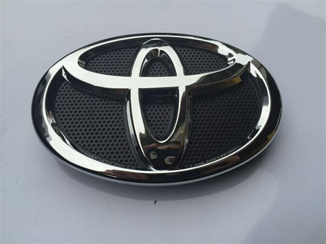 Emblem Toyota Camry By Lumobil 2010 2011 toyota camry front grill black chrome