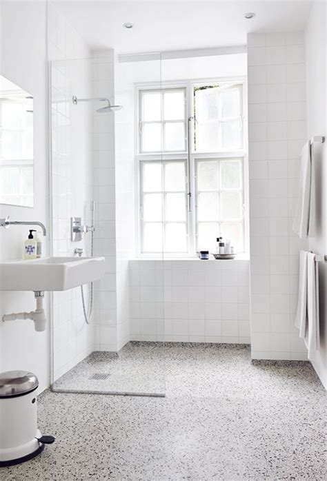 Simple Yet Gorgeous White Bathrooms  My Paradissi