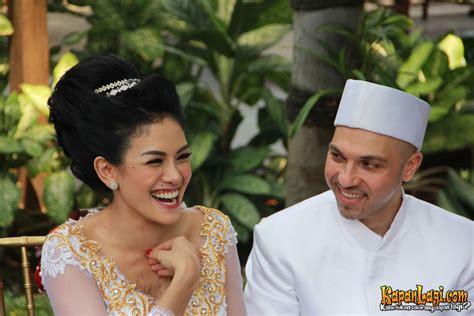 Valentine Nikita Mirzani Dan Jad Rayakan Pulau