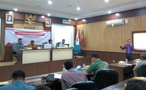 mahasiswa diajak mengenal dunia profesi hukum universitas islam indonesia