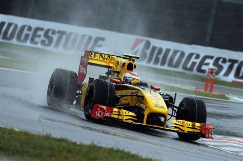 Vitaly Petrov, Renault, Suzuka, 2010 · Racefans