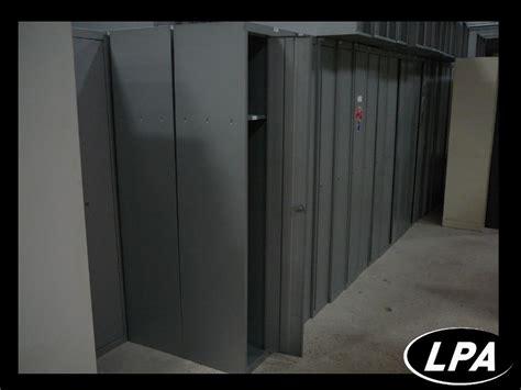 vestiaire metallique pas cher antique porte avec support pieds mtal armoires chambre placard