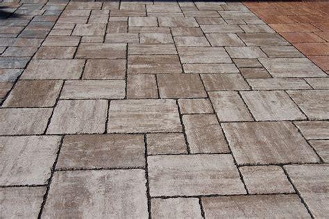 pavimenti per esterni autobloccanti prezzi autobloccanti anticati pavesmac pavimentazioni esterne
