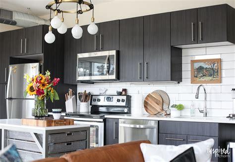drab  fab apartment kitchen decor