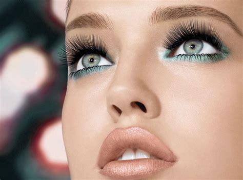 photo de maquillage maquillage des cils avec le mascara gemey maybelline
