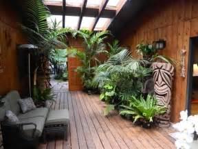 Tropical Patio Decor