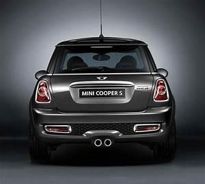 Mini Genuine Trunk Tailgate Handle Strip Chrome R55 R56 R57 R58 R59 51132753603