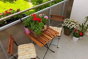 Balkonmöbel Für Kleinen Balkon : besondere balkontische von gro bis klein klassisch bis modern ~ Markanthonyermac.com Haus und Dekorationen